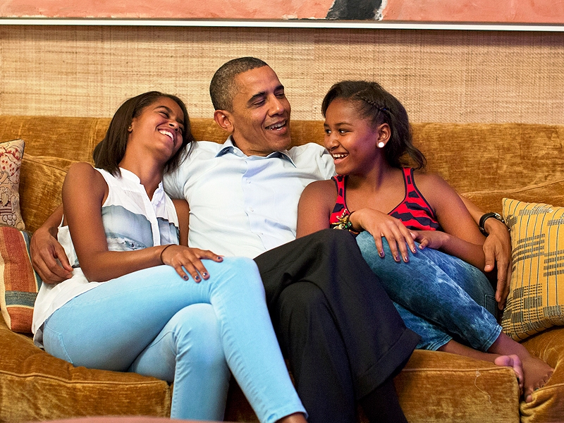Barack-obama-and-Daughters